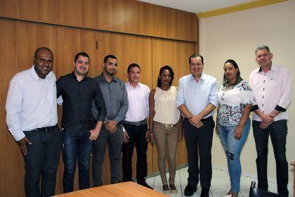 Notícias de Águas Lindas - Prefeito Hildo do Candango recepciona os novos médicos da rede municipal de saúde
