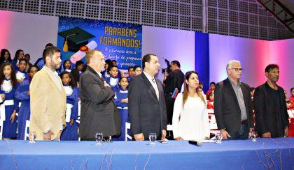 Notícias de Águas Lindas - Formandos de escolas municipais homenageiam o prefeito Hildo do Candango