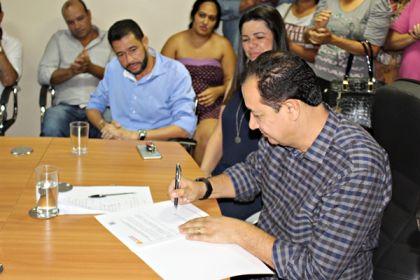 Notícias de Águas Lindas - Prefeito Hildo do Candango faz reforma administrativa e dá posse a novo secretário