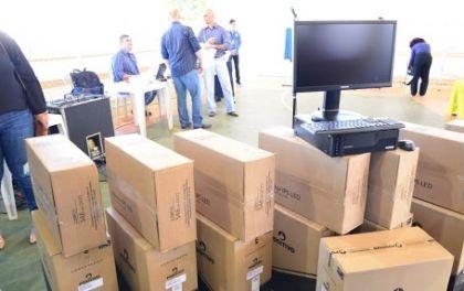 Notícia de Águas Lindas – Escolas Municipais de Águas Lindas recebem novos computadores para reforçar o ensino