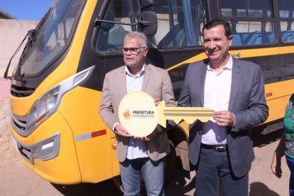 Hildo do Candango reforça a frota de veículos e ônibus da Secretária de Educação