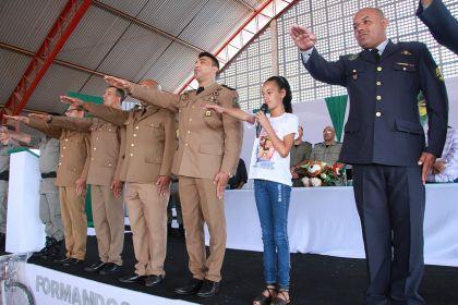250 alunos da rede municipal de ensino recebem certificado do Proerd